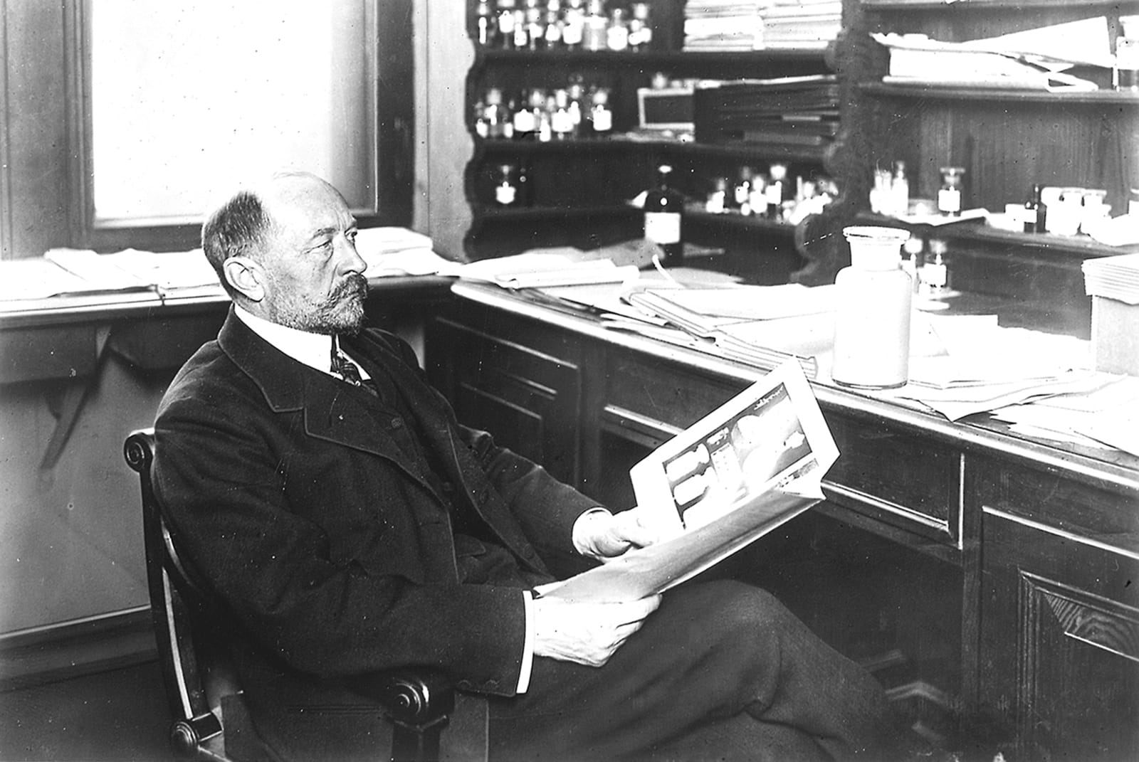 Emil von Behring sitting in lab